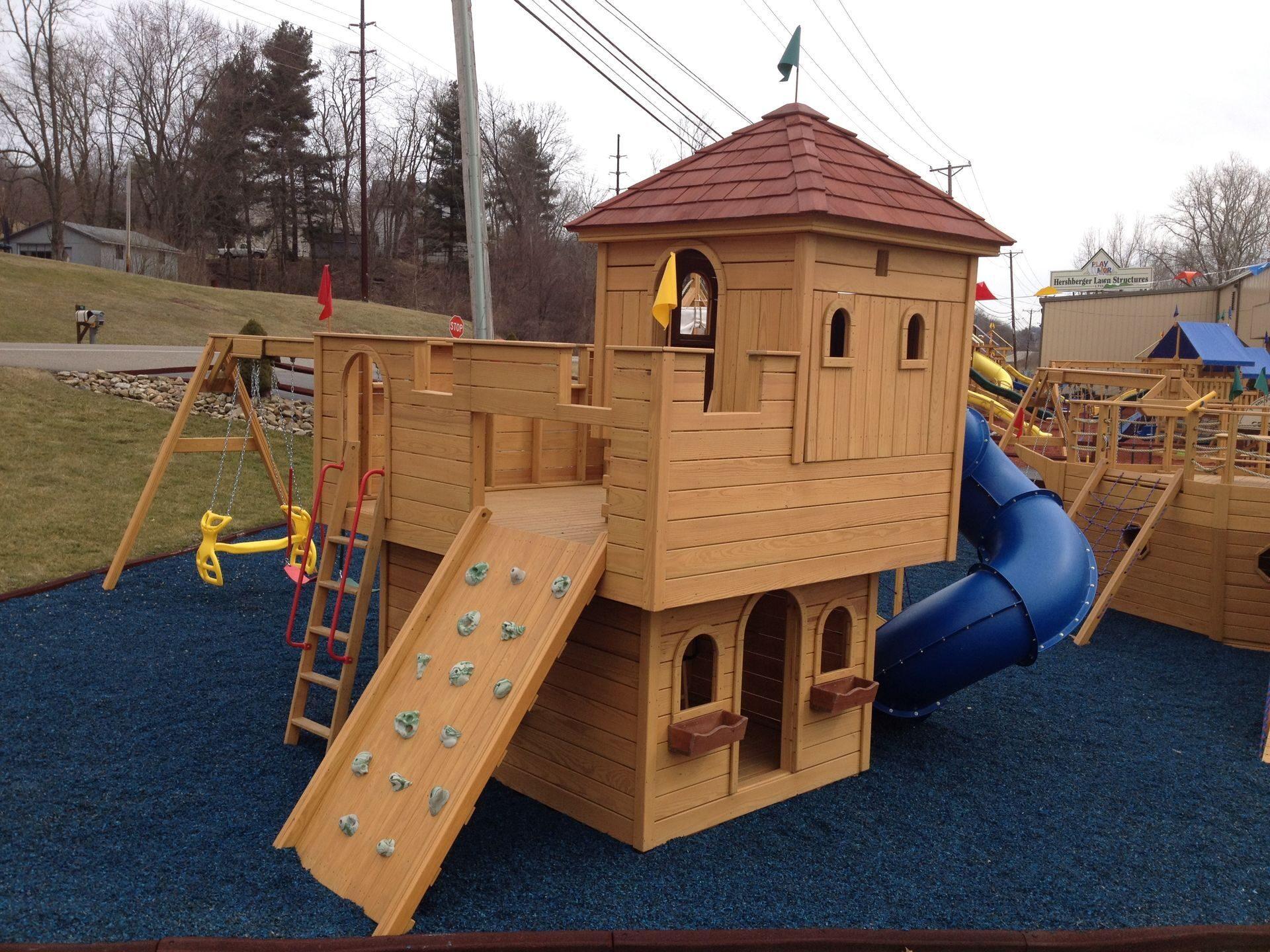 Замок на детской площадке своими руками